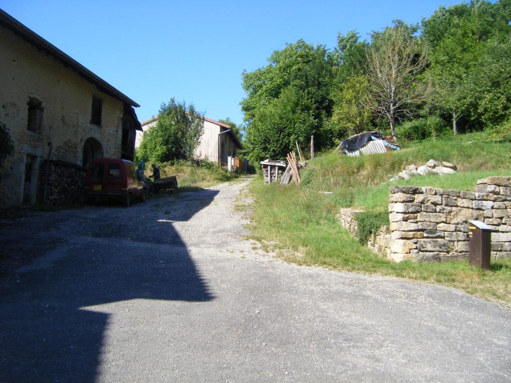 Entrée dans la voie romaine à Gigny